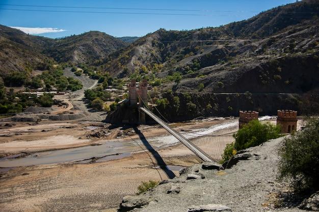 Grande ponte nella cordillera real andes, bolivia