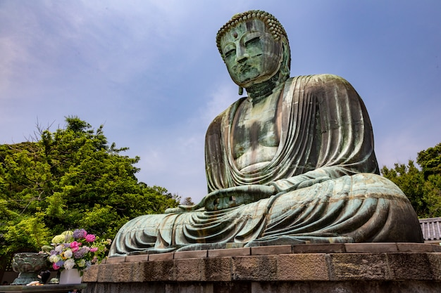 Grande statua di buddha del tempio di kotuku-in kamakura, giappone