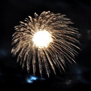 Grandi fuochi d'artificio colorati, di natale