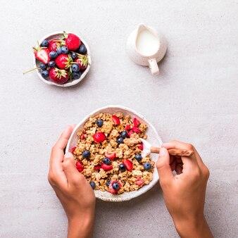 Granola di cereali in una ciotola