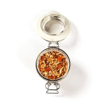Granola di farina d'avena fatta in casa con frutta e noci