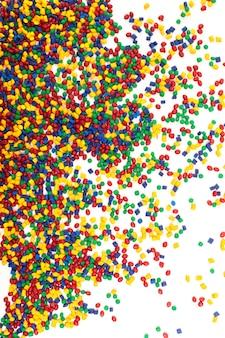 Granulato di plastica colorato per il processo di stampaggio ad iniezione