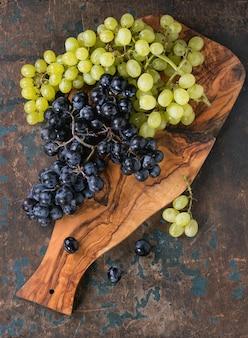 Grappoli d'uva rossa e bianca
