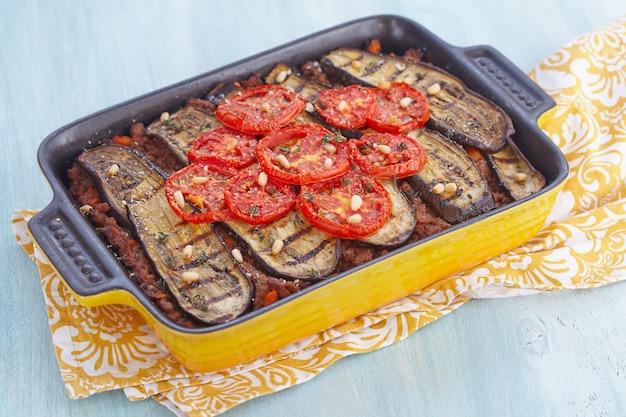 Gratin al forno con carne macinata e melanzane
