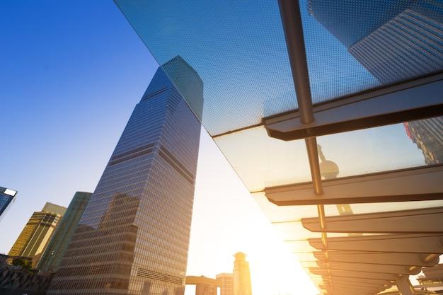 Grattacieli del centro finanziario mondiale di shanghai nel gruppo di lujiazui