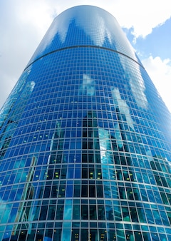 Grattacieli di vetro nel centro della città, edifici moderni,