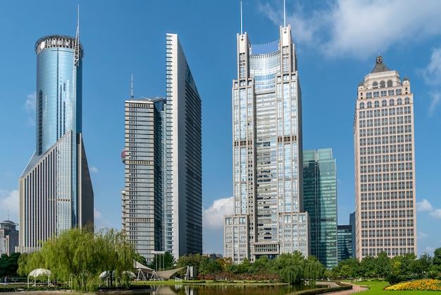 Grattacieli nel distretto finanziario di lujiazui, shanghai