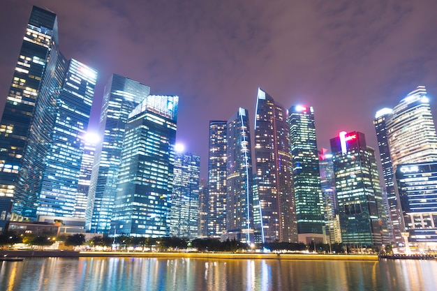 Grattacielo che costruisce la città di singapore.