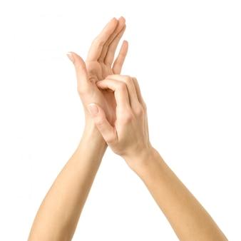 Grattarsi le mani. gesturing della mano della donna isolato su bianco
