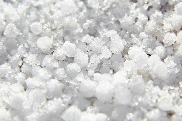 Graupel, palline di neve o texture morbida grandine, sfondo. forma di precipitazione, macro