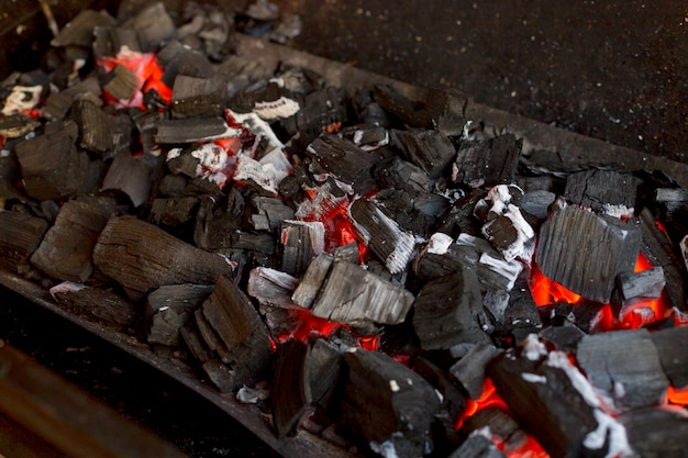 Griglia con carbone caldo