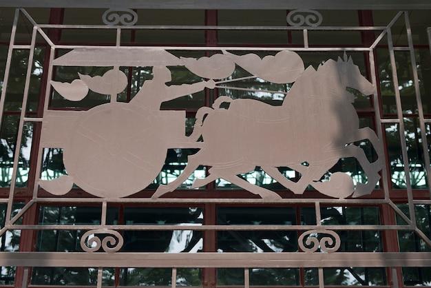 Griglia della finestra che rappresenta carro a terracotta warriors army museum, xi'an, cina.
