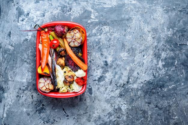 Grosse porzioni di verdure grigliate