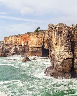 Grotta boca do inferno a cascais, portogallo