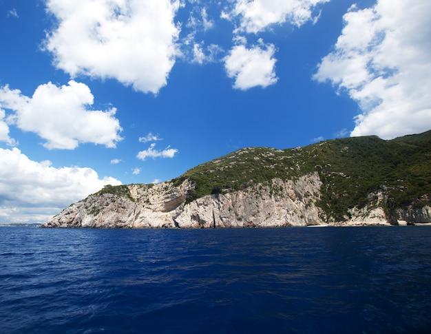 Grotte blu sull'isola di zante, in grecia