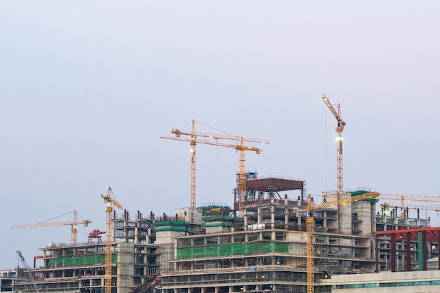 Gru da costruzione di edifici alti