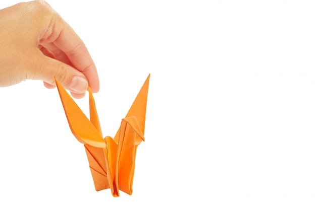 Gru origami su sfondo bianco