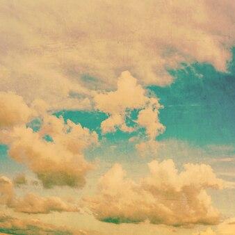 Grunge nubi e texture vintage con spazio