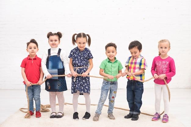 Gruppo di bambini che giocano