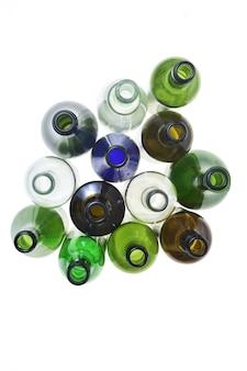 Gruppo di bottiglia isolato su bianco