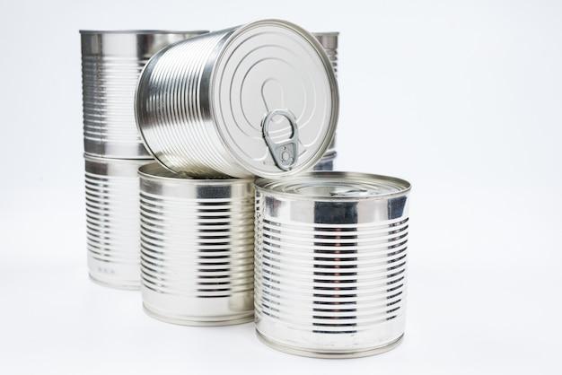 Gruppo di cibo in scatola d'argento