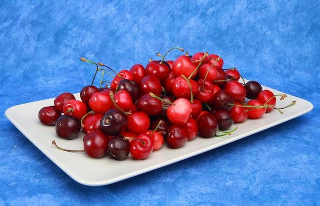 Gruppo di ciliegie fresche