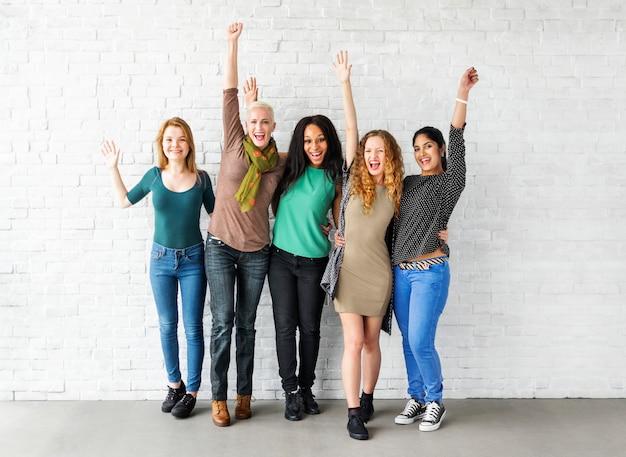 Gruppo di concetto allegro di felicità delle donne