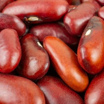 Gruppo di fagioli rossi sulla fine in su