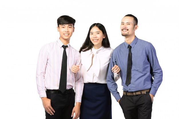 Gruppo di gente di affari asiatica isolato su bianco.