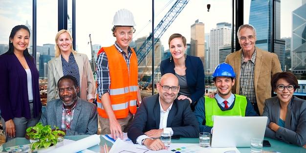 Gruppo di ingegneri edili del sito