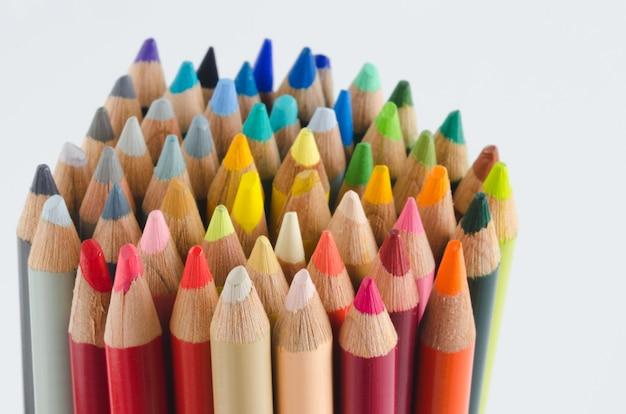 Gruppo di matite colorate, punte.
