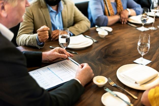 Gruppo di persone il concetto di riunione d'affari