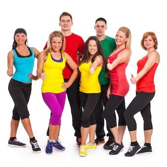 Gruppo di persone in abbigliamento fitness