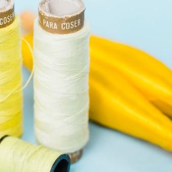 Gruppo di reali filo giallo