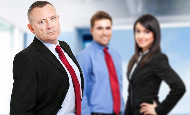 Gruppo di uomini d'affari in ufficio
