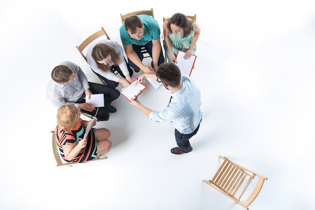 Gruppo di uomini d'affari in una riunione