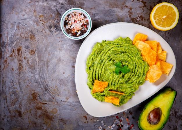 Guacamole è una salsa tradizionale messicana. spuntino parte.