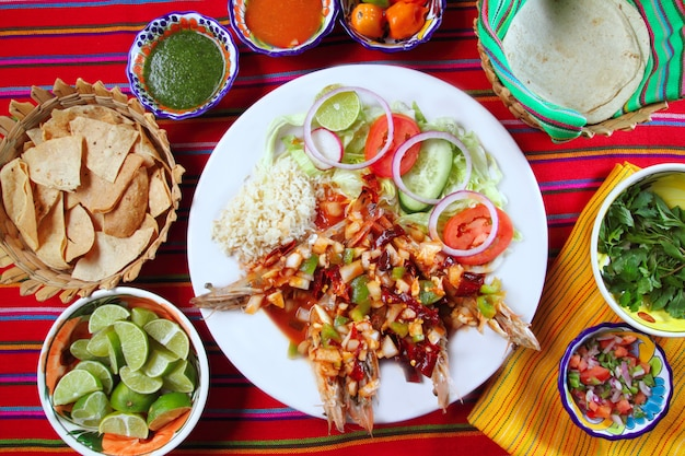 Guajillo chili shrimps salse messicane a base di peperoncino