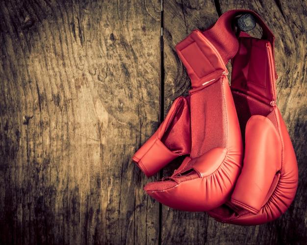 Guantoni da boxe - concetto di fine carriera