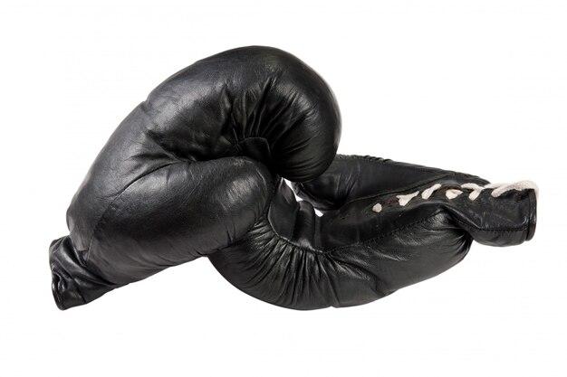 Guantoni da boxe neri isolati su sfondo bianco