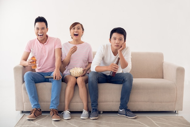 Guardando la televisione