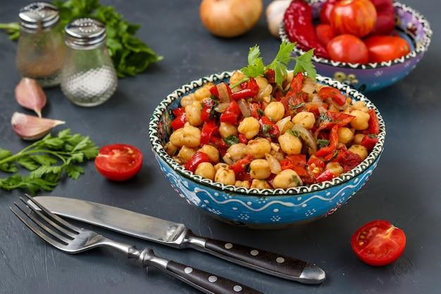 Guarnire di ceci con pepe e pomodorini