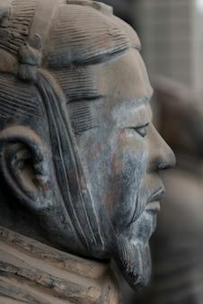Guerriero di terracotta al museo di storia di shaanxi, xi'an, shaanxi, cina.