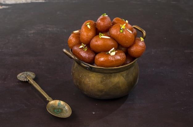 Gulab jamun dolce
