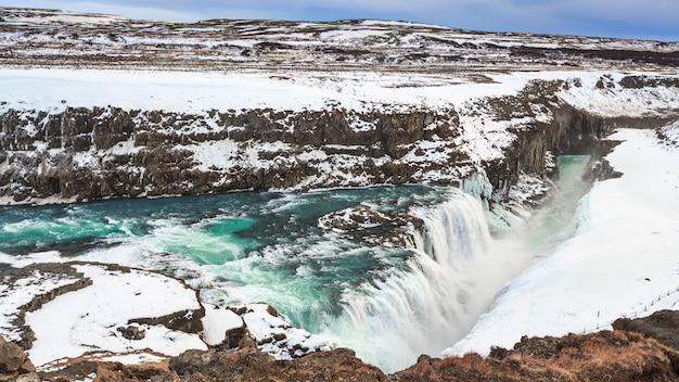 Gullfoss o cascata dorata nella stagione invernale