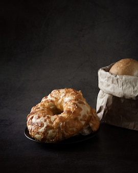 Gustosa ciambella o bagel fatta in casa
