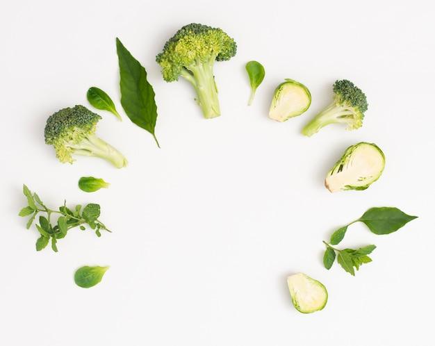 Gustosa cornice di verdure con spazio di copia