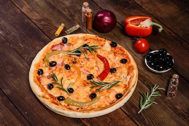 Gustosa pizza calda, ricetta tradizionale italiana