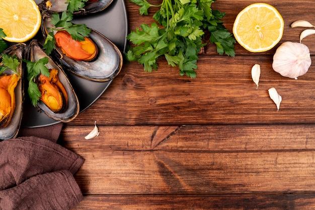 Gustose cozze mediterranee con spazio di copia