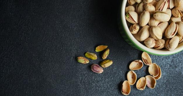 Gustoso spuntino con noci e pistacchi